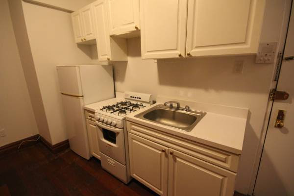 2 Bedrooms, Upper East Side Rental in NYC for $2,400 - Photo 2
