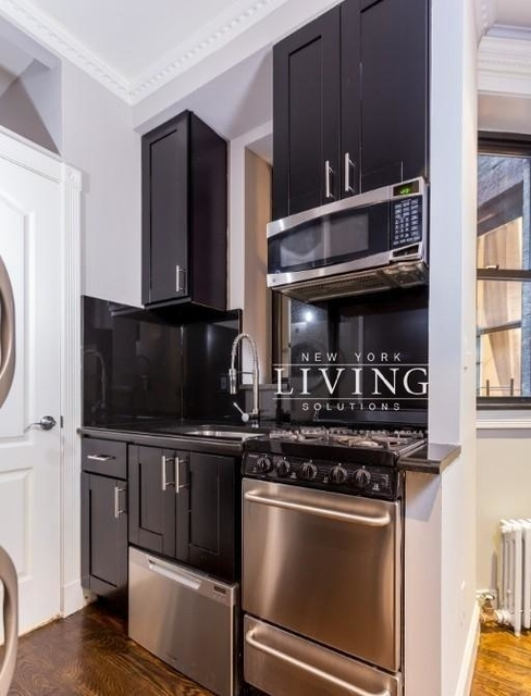 4 Bedrooms, Hell's Kitchen Rental in NYC for $5,725 - Photo 2