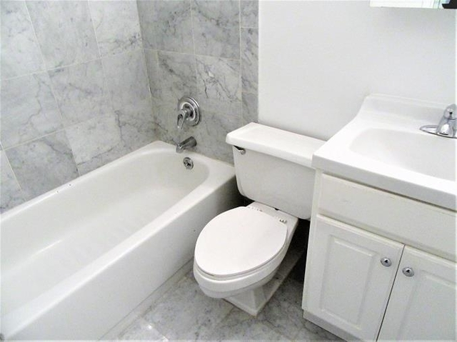 2 Bedrooms, Financial District Rental in NYC for $3,195 - Photo 2