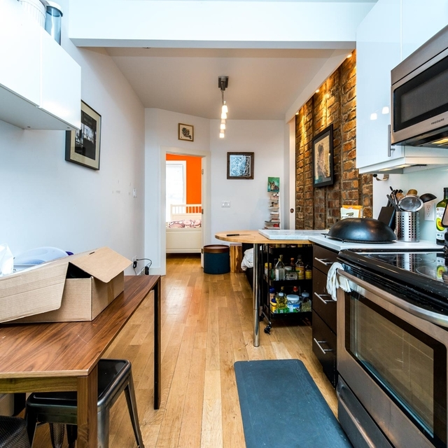 2 Bedrooms, Greenpoint Rental in NYC for $2,950 - Photo 2
