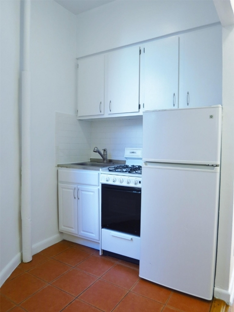 Studio, Yorkville Rental in NYC for $2,025 - Photo 2