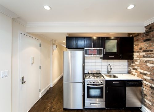 2 Bedrooms, East Village Rental in NYC for $4,090 - Photo 2