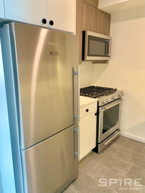 2 Bedrooms, Hell's Kitchen Rental in NYC for $5,315 - Photo 2