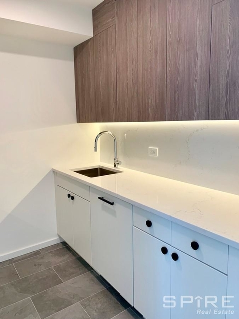2 Bedrooms, Hell's Kitchen Rental in NYC for $5,315 - Photo 1