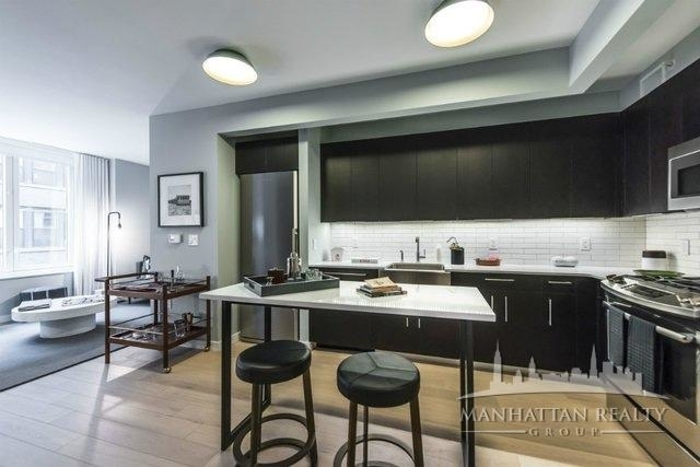 1 Bedroom, Hell's Kitchen Rental in NYC for $2,985 - Photo 2