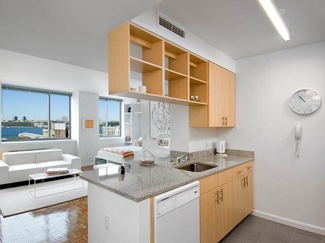 1 Bedroom, Hell's Kitchen Rental in NYC for $3,607 - Photo 2