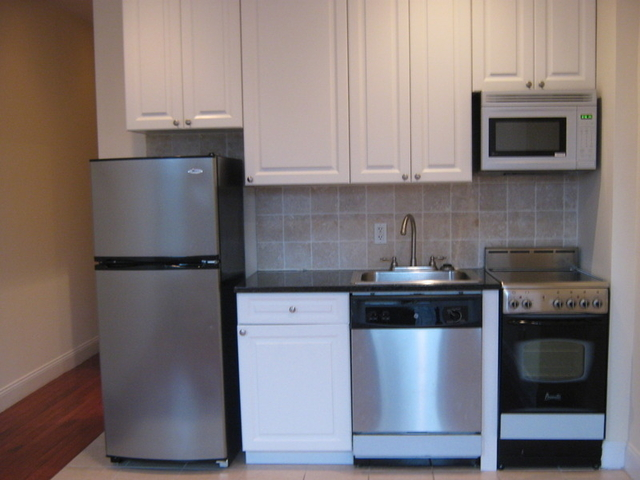 2 Bedrooms, Upper East Side Rental in NYC for $2,350 - Photo 2