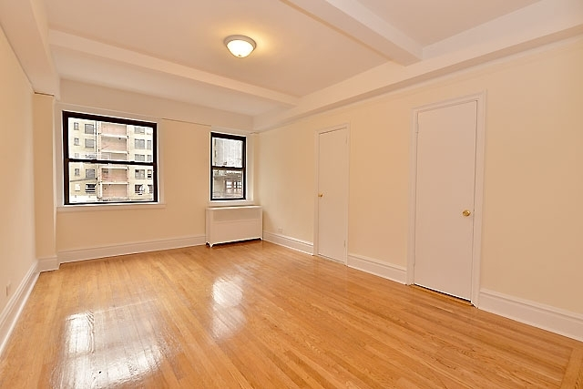 3 Bedrooms, Gramercy Park Rental in NYC for $5,725 - Photo 2