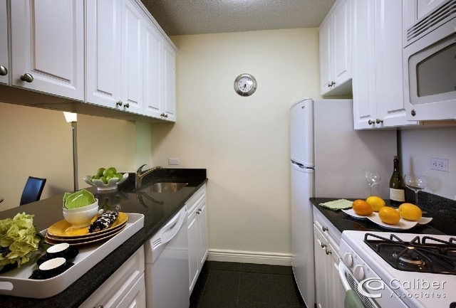 1 Bedroom, Yorkville Rental in NYC for $3,125 - Photo 2