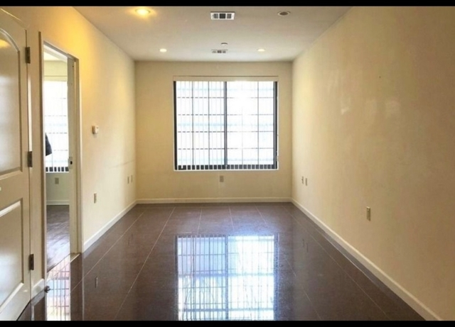 1 Bedroom, Astoria Rental in NYC for $2,100 - Photo 2