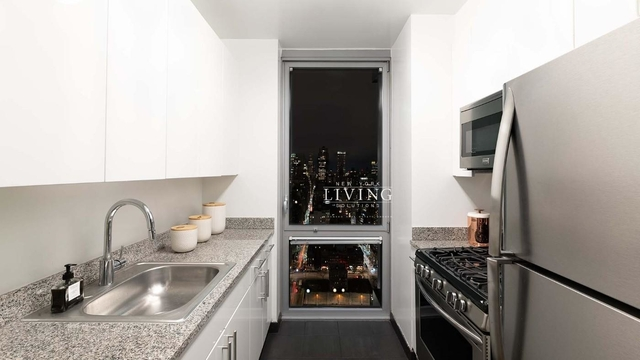 1 Bedroom, Hell's Kitchen Rental in NYC for $3,998 - Photo 2