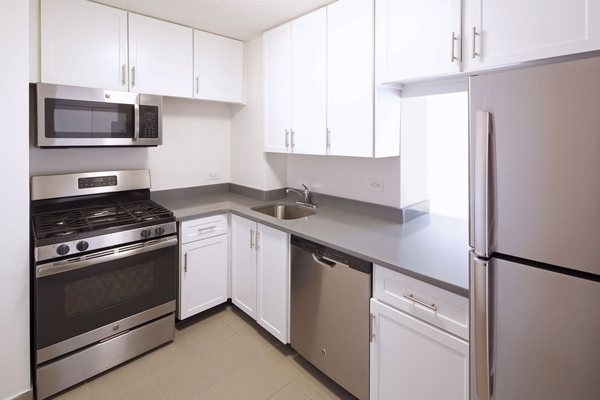 3 Bedrooms, Newport Rental in NYC for $3,810 - Photo 1
