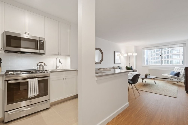 1 Bedroom, Lincoln Square Rental in NYC for $4,275 - Photo 2