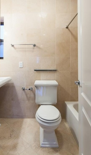 2 Bedrooms, Gramercy Park Rental in NYC for $5,073 - Photo 2