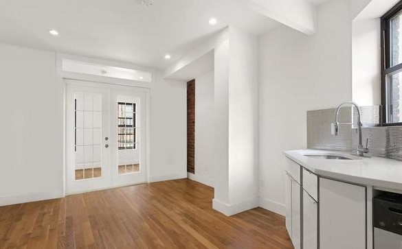 2 Bedrooms, Two Bridges Rental in NYC for $2,800 - Photo 2