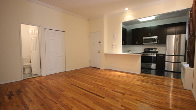 2 Bedrooms Upper West Side Rental In Nyc For 4 000 Photo 1