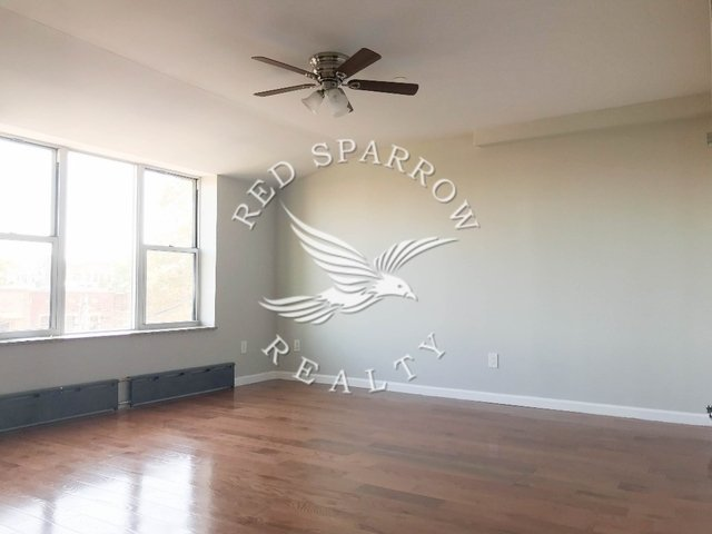 4 Bedrooms, Steinway Rental in NYC for $4,500 - Photo 2