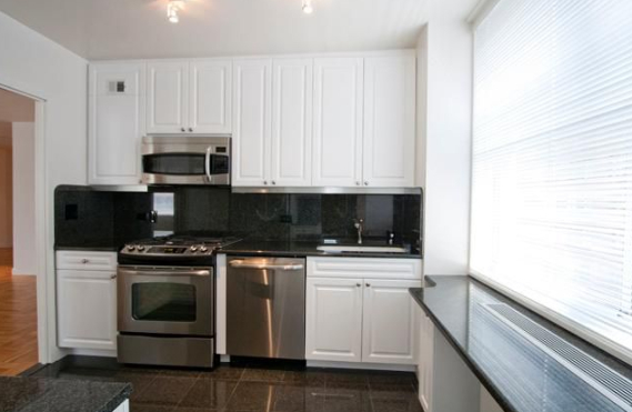 2 Bedrooms, Sutton Place Rental in NYC for $5,975 - Photo 1