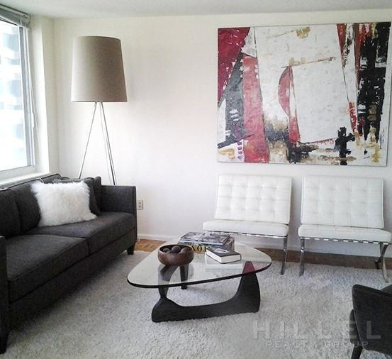 2 Bedrooms, Hell's Kitchen Rental in NYC for $5,195 - Photo 1
