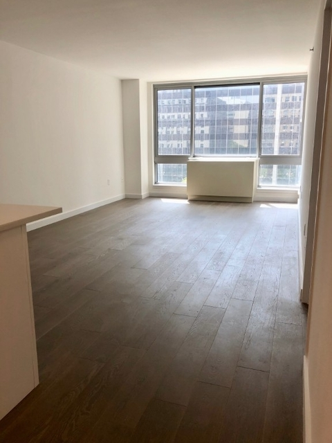 3 Bedrooms, Civic Center Rental in NYC for $5,775 - Photo 2