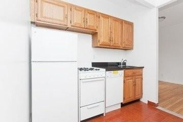 1 Bedroom, Upper East Side Rental in NYC for $2,085 - Photo 2