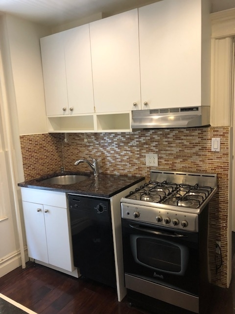 3 Bedrooms, Astoria Rental in NYC for $3,100 - Photo 2