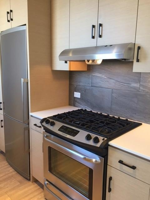 3 Bedrooms, Hell's Kitchen Rental in NYC for $5,385 - Photo 2