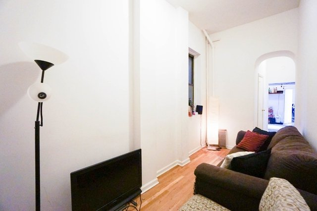 2 Bedrooms, East Village Rental in NYC for $3,150 - Photo 2