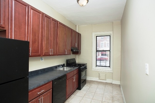 2 Bedrooms, East Midwood Rental in NYC for $2,100 - Photo 1