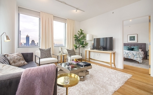 2 Bedrooms, Hell's Kitchen Rental in NYC for $6,800 - Photo 2