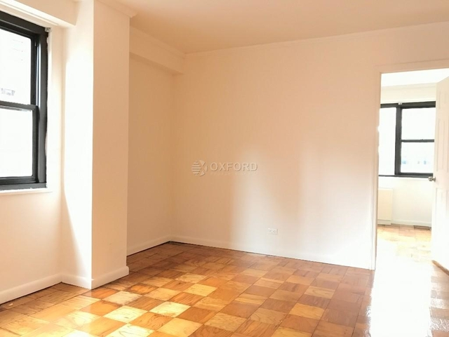 3 Bedrooms, Hell's Kitchen Rental in NYC for $3,999 - Photo 1