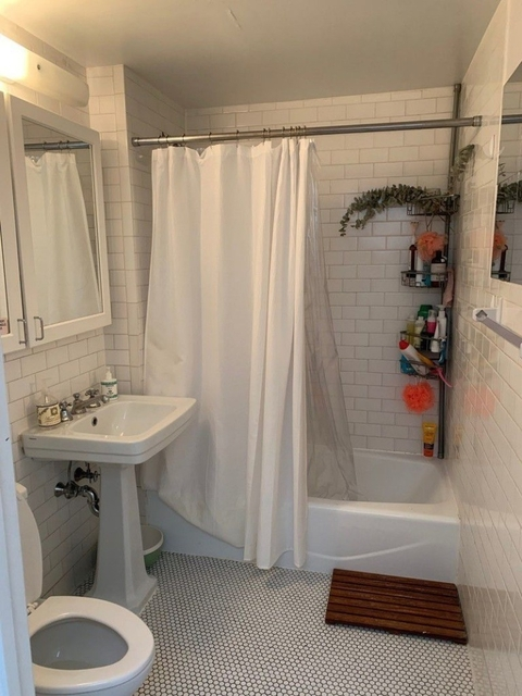 2 Bedrooms, Turtle Bay Rental in NYC for $4,590 - Photo 2