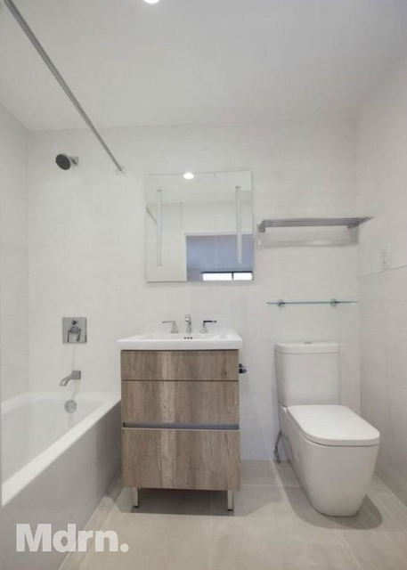 2 Bedrooms, Hell's Kitchen Rental in NYC for $4,395 - Photo 2