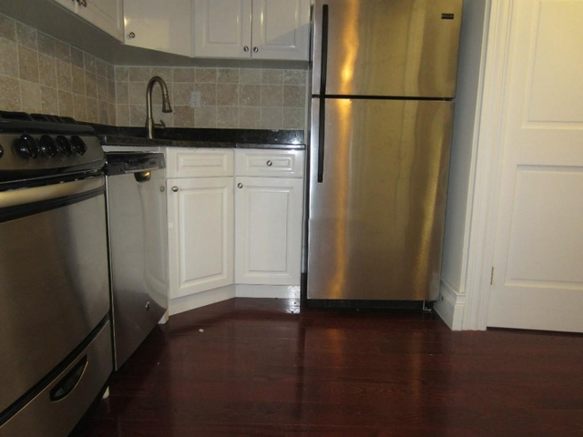 2 Bedrooms, Hell's Kitchen Rental in NYC for $2,350 - Photo 2