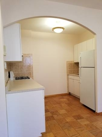 2 Bedrooms Astoria Rental In Nyc For 000 Photo