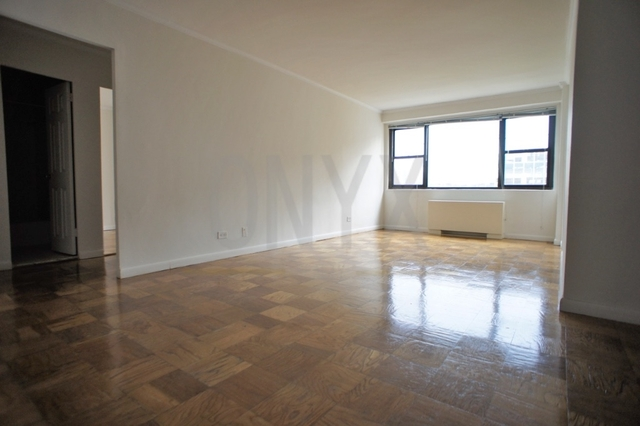 2 Bedrooms, Hell's Kitchen Rental in NYC for $4,050 - Photo 1