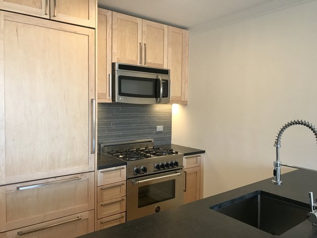 2 Bedrooms, Yorkville Rental in NYC for $6,800 - Photo 1