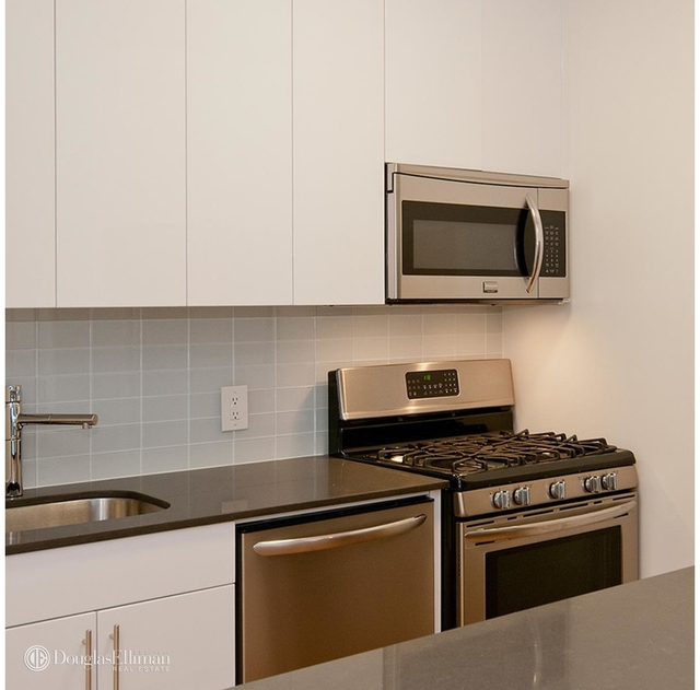 Studio, Financial District Rental in NYC for $6,995 - Photo 2