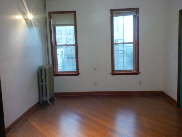 2 Bedrooms, Borough Park Rental in NYC for $1,900 - Photo 2