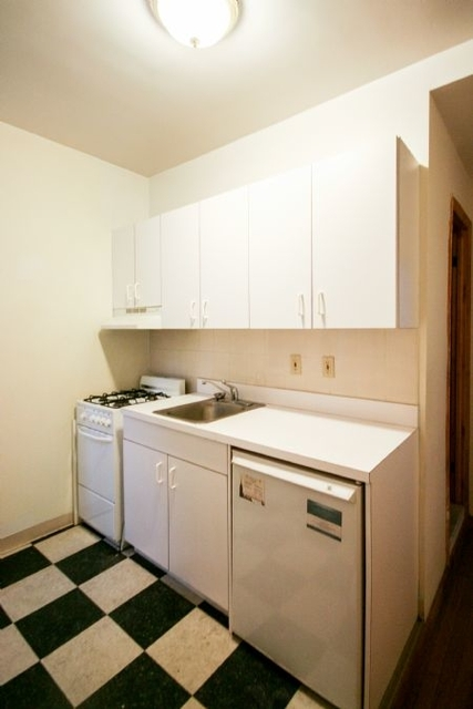 2 Bedrooms Alphabet City Rental In Nyc For 465 Photo 1