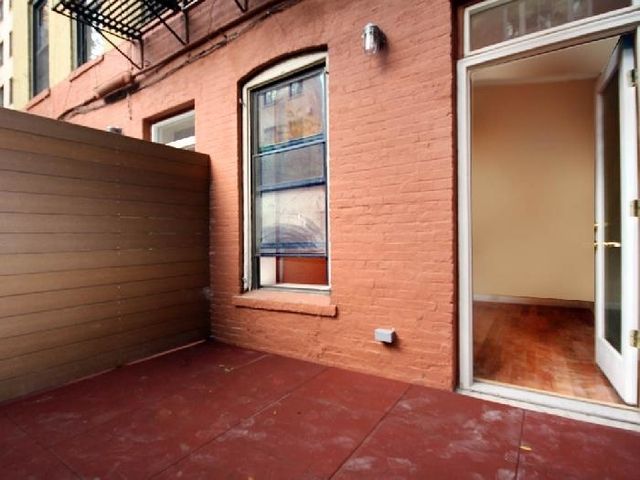 3 Bedrooms, Turtle Bay Rental in NYC for $5,000 - Photo 2