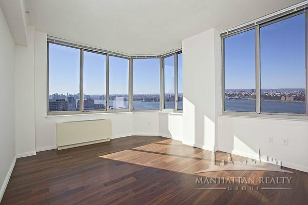 3 Bedrooms, Hell's Kitchen Rental in NYC for $6,025 - Photo 2