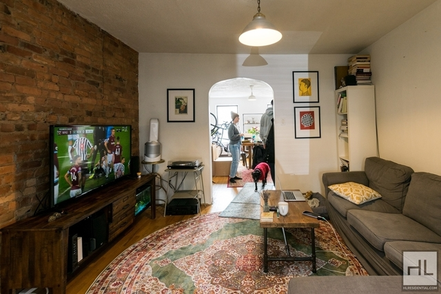 2 Bedrooms, Carroll Gardens Rental in NYC for $2,700 - Photo 2