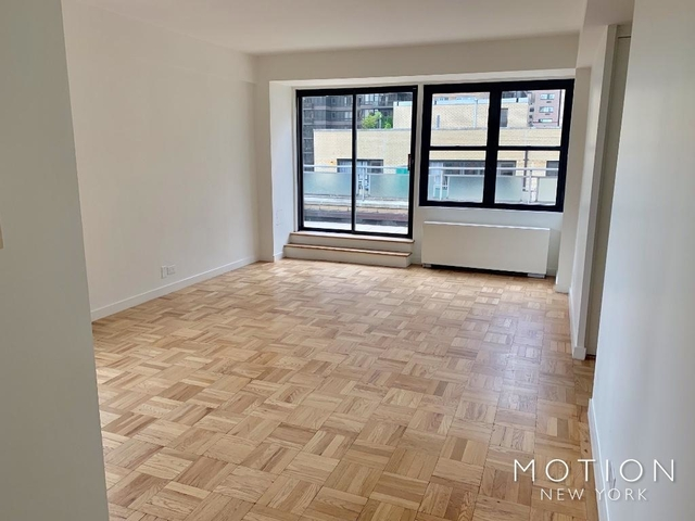 2 Bedrooms, Turtle Bay Rental in NYC for $6,500 - Photo 2