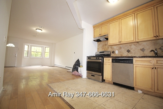 3 Bedrooms, Richmond Hill Rental in NYC for $2,500 - Photo 2