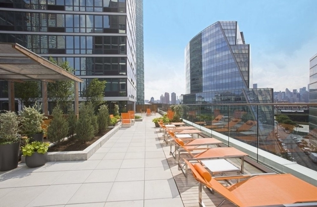 1 Bedroom, Long Island City Rental in NYC for $3,383 - Photo 2