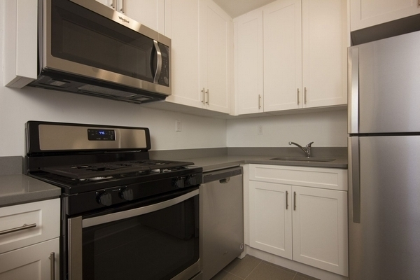 2 Bedrooms, Rego Park Rental in NYC for $2,318 - Photo 1