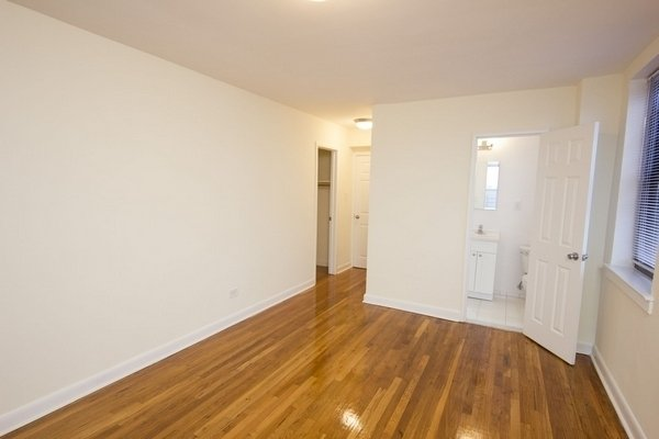 2 Bedrooms, Rego Park Rental in NYC for $2,318 - Photo 2