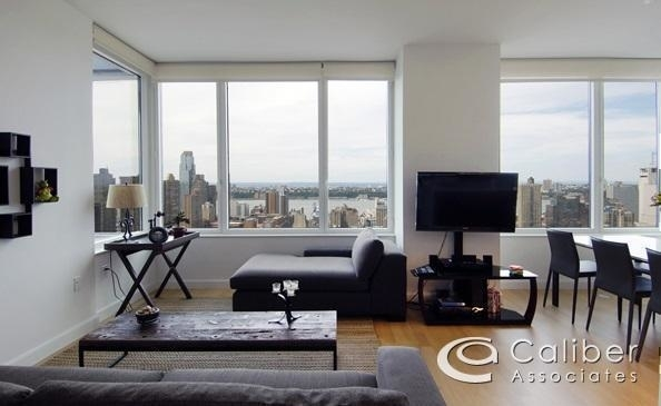 2 Bedrooms, Theater District Rental in NYC for $5,095 - Photo 2