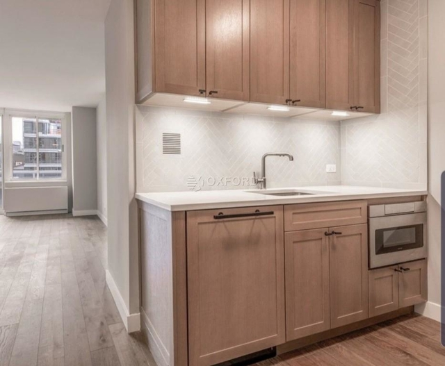 2 Bedrooms, Hell's Kitchen Rental in NYC for $4,840 - Photo 1